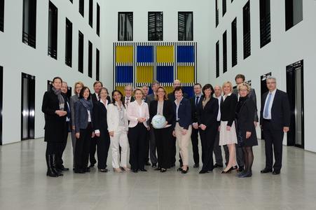 Bundesministerin von der Leyen begrüßt Fachkräfte Initiative Wirtschaftsraum Augsburg