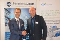 Freuen sich auf eine erfolgreiche Zusammenarbeit: Simon Bolliger (Geschäftsführer der CP Pumpen GmbH) und Frank Sperling (Geschäftsführer der Reichmeister & Herold Pumpenfabrik Leipzig GmbH)