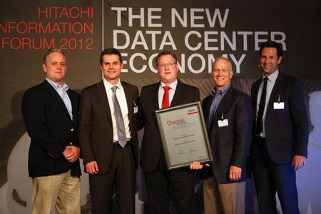 Mitte: Stefan Schneider, Softline Systems & Services, links und rechts: Hitachi
