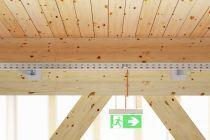 Sichere Befestigung an Holzbauteilen in Verbindung mit dem Funktionserhalt nach DIN 4102 Teil 12, ermöglicht durch das Know-How  und dem Produktportfolio von OBO Bettermann