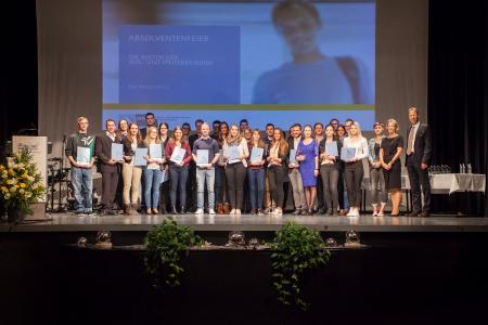 Die IHK Heilbronn-Franken ehrte im Kurhaus Bad Mergentheim erfolgreiche Prüfungsabsolventen der Aus- und Weiterbildung des Main-Tauber-Kreises / Foto: Jonathan Trappe