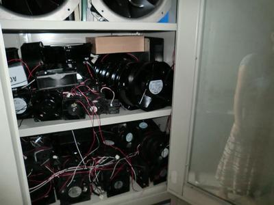 Große Mengen mit gefälschten Ventilatoren unterschiedlicher Modelle wurden entdeckt.