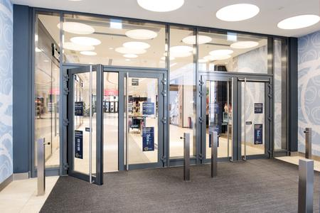 Das Milaneo-Shopping-Center öffnet seine Türen mit Türtechnologie von GEZE