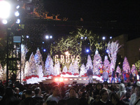 RockNet Kicks-off Holiday Season with Tree Lighting at the Grove