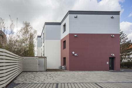 Durch die Summe der gestalterischen Entscheidungen wirkt das Gebäude spannend und modern, Foto: Caparol Farben Lacke Bautenschutz/Martin Duckek