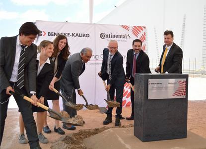 Construction begins: Employees and politicians have made the first cut of spade for the new 7000 m2 big production hall from Benecke-Kaliko in San Luis Potosí, Mexiko. From left: Rafael Reyes (Expansion Manager), Christiane Pape (Plant Manager), Shawna Soule (Manager Customer Business Unit NAFTA), Emilio de Jesus Ramirez (Union Represantative), Dr. Dirk Leiss (Chairman of the Executive Board of Benecke-Kaliko AG), Fernando Macias (Director Economical Development, San Lui Potosí), Frank Riechers (Director ContiTech Mexicana), Photo: ContiTech