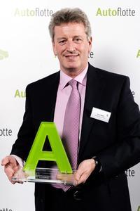 """Gunter Glück, Geschäftsleitung Vertrieb und Kundenbetreuung bei LeasePlan, nahm in Böblingen den renommierten Flotten-Award für den 1. Platz in der Kategorie """"Leasing Non-captive"""" entgegen"""