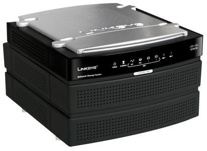 NAS200 bietet Platz für zwei SATA-Festplatten und ist mit USB-Speichergeräten erweiterbar