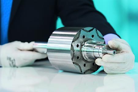 Werkstoffe von thyssenkrupp bieten Lösungen für die Herausforderungen der Zukunft. Dazu gehört spezielles Elektroband. Dieses spielt dort eine wichtige Rolle, wo elektrische Energie effizient erzeugt, umgewandelt und genutzt wird. Bestes Beispiel hierfür ist die Elektromobilität
