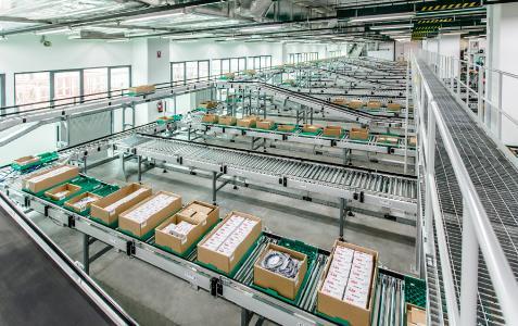 Sämtliche Logistikbereiche – vom Wareneingang bis zur Produktionsversorgung – sind bei Pepperl+Fuchs durch die WITRON-Technologie optimal vernetzt. Foto: Firefly Photography