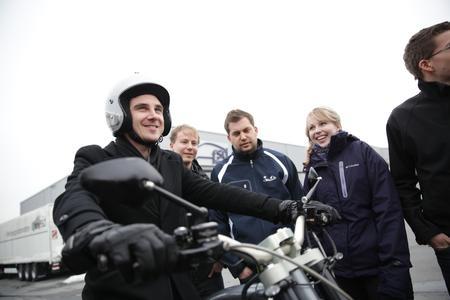 Probefahrten mit Elektrofahrzeugen sind fester Bestandteil der jährlich stattfindenden DRIVE-E-Akademie / Bild: Joerg Carstensen / DRIVE-E