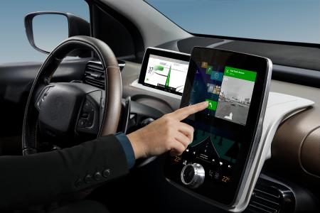 Holistic connectivity: A Continental demo vehicle shows just how convenient in-vehicle connectivity can be, with a digital travel guide displaying all you need to know about your journey ahead / Picture: © Continental AG