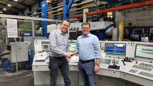 Service agreement for extrusion presses concluded: Christian Schwarz, Managing Director of HMT, and Ben Zander, Head of Modernization and Maintenance Services for Hydraulic Presses, SMS group (from left to right)