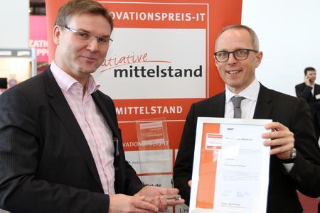 Rolf Henning von edicos nimmt den INNOVATIONSPREIS IT 2016 entgegen