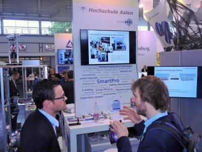Auch die Hochschule Aalen war auf der Hannover Messe vertreten und präsentierte mit ihrem Kooperationsnetzwerk SmartPro Innovationen für smarte Materialien und intelligenten Produktionstechnologien © Hochschule Aalen/ Kristina Lakomek
