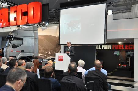 Renault Trucks-Chef Heinz-Jürgen Löw kündigte im Rahmen der IAA 2012 die komplette Erneuerung der Fernverkehrs-, Bau- und Verteilerverkehrsbaureihe von Renault Trucks für 2013 an