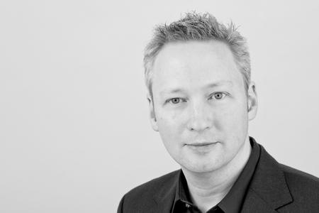 Markus Baars, Partnermanager bei OXID eSales, begrüßt nionex als Enterprise Solution Partner