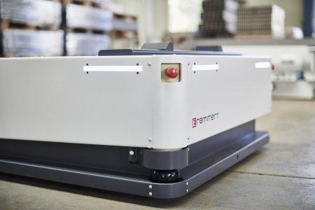 Zwei LIDAR Sensoren erfassen die Umgebung um das FTF und erkennen sowohl Hindernisse als auch auch die Wegstrecke.