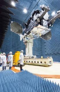 SmallGEO-Satellit H36W-1:  Die Umwelt-Testkampagne in Ottobrunn umfasste auch den so genannten 'Antenna Range Test' / (c) OHB System AG
