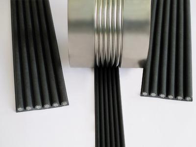 Das Verbundseil CONTI® POLYROPE besteht aus Stahlseilen, die in einem Mantel aus Polyurethan eingebettet sind. Als Tragmittel für Aufzüge bietet es im Vergleich zu Stahlseilen zahlreiche Vorteile, Foto: ContiTech
