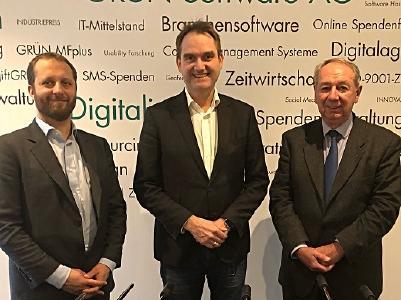 BU: Sebastiano Toffaletti, Generalsekretär Europen DIGITAL SME Alliance (links); Dr. Oliver Grün, Präsident des Bundesverband IT-Mittelstand e.V. und der European DIGITAL SME Alliance (mitte); Bruno Robine, Vizepräsident für Frankreich des European DIGITAL SME Alliance (rechts)