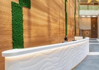 M|R Walls als Thekenverkleidung im Empfangsbereich · Design: Mountain