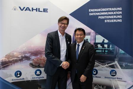 Achim Dries (CEO VAHLE Group) und Mitsutoshi Shigeta (Panasonic Corp.) I (Foto: VAHLE)