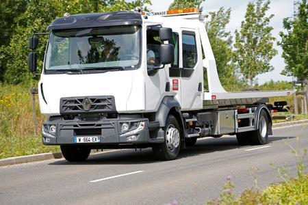 Der Renault Trucks D Cab 21 mit Doppelkabine als Autotransporter