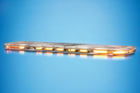 Der aerodynamische Dachbalken Raptor + von Hella überzeugt mit innovativer LED-Technologie in Sachen Warnwirkung und Sicherheit