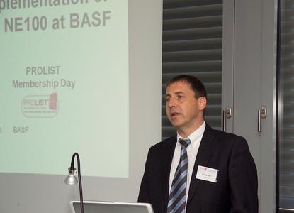 Bild 5: Werner Still (BASF) erläutert das aktuelle Umsetzungsprojekt für die NE 100 bei BASF.