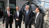 (v.l.n.r.): Dr. Wolfgang Schoder, CEO Eurocopter Deutschland, Dr. Thomoas Enders, CEO EADS, Horst Seehofer, Ministerpräsident von Bayern, Guillaume Faury, CEO Eurocopter