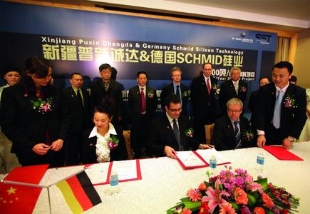The German companies Schmid GmbH + Co. and Schmid Silicon Technology GmbH signing contract with the Chinese company Xinjiang Puxing Chengda New Energy Technology Co. Ltd.