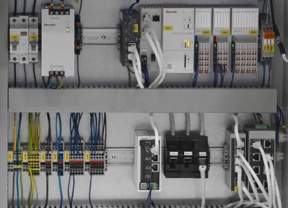 Die Steuerungsplattform ctrlX CORE kann problemlos in Bestandsanlagen integriert werden, um IoT-Konnektivität und -Funktionen nachzurüsten