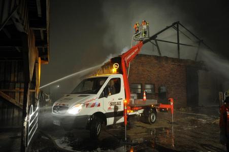 Brandbekämpfung mit Arbeitsbühnen