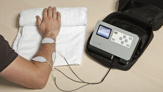 Patients receive a success message in therapy immediately during the treatment – perceptible as an electrical impulse from mentastim to the muscle. For the patient, this is the confirmation of having successfully activated the movement of his paretic limb.