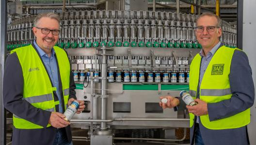 Dirk Dünnhaupt (l.), KHS-Vertriebsmanager für Nordrhein-Westfalen, und Steffen Krauß, Leiter Technik Dortmunder Brauereien, freuen sich auf die neue Abfüllanlage, die im November an der Steigerstraße in Betrieb gehen soll.
