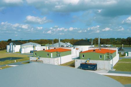 Die KTG Agrar AG betreibt Biogasanlagen an fünf Standorten in Mecklenburg-Vorpommern, Brandenburg und Sachsen-Anhalt. Mit mobilen Kaltwassersätzen sichert CoolEnergy die Prozesstemperatur zur Fermentierung. Foto: KTG Agrar Abdruck honorarfrei, bitte nur mit Quellenangabe.
