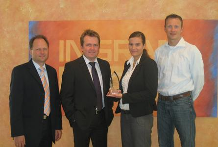 Distributor des Jahres 2008: Ingram Micro (v.l.n.r.) Kurt Müller, Sales Manager Channel (DICOTA), Michael Mühlenbruch, Sales Director D/A/CH (DICOTA), Sophia Tanneberger, Product Manager Purchasing (IM), und Patrick Köhler, Director Digital Imaging Group (IM)
