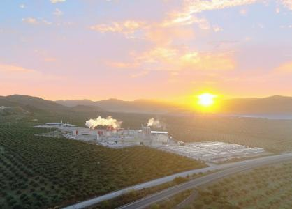 The gypsum plasterboard plant was built at the location of the Escayescos headquarters in Alcaudete in southern Spain, set idyllically among olive groves