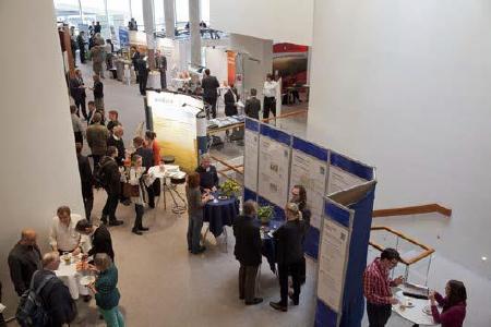 Networking an den Sponsoren- und Kooperationspartnerständen beim Kongress Energieautonome Kommunen