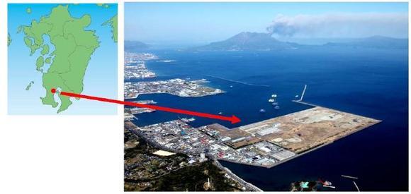 (von l.n.r.) Karte der südlichen Insel Kyushu, Japan (Stelle für Solaranlage mit rotem Punkt markiert) und Luftbild des Gebietes