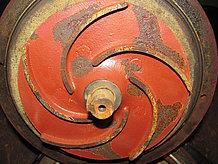 Das Grauguss-Laufrad zeigt deutlichen Materialabtrag durch Kavitation
