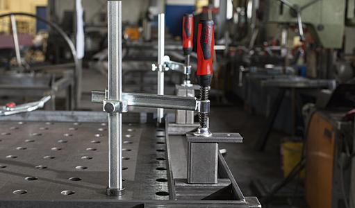 Clamping elements for welding tables TW