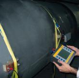 Clamp-on Ultraschallzähler in Anwendung bei der Messung hoher Durchflussmengen an Rohrleitungen mit großem Durchmesser.
