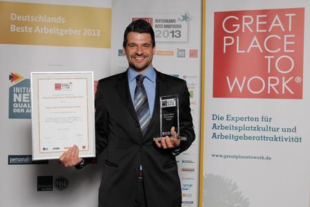 """Tobias Hahn,  Human Resources Manager von Ingram Micro, mit der Auszeichnung """"Deutschlands beste Arbeitgeber"""""""