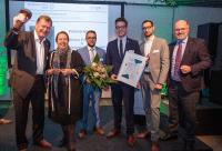 NRW-Umweltministerin Ursula Heinen-Esser zeichnete die die Kueppers Solutions GmbH mit dem Effizienz-Preis NRW 2019 in Köln aus. Dr. Peter Jahns, Leiter der EFA (1.v.r.), gratulierte. Foto: EFA