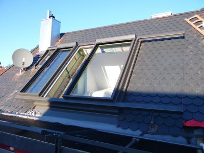 Großzügiger Ausstieg trotz eingeschränkter Möglichkeiten: Der rechte Flügel misst 1.350 mm, und der linke Flügel wurde auf 913 mm gestutzt, um Platz für das benachbarte kleine Fenster zu schaffen / Foto: LiDEKO