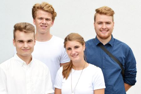 Fabio Dirkorte (v.l.n.r.), Florian Mellentin, Pia Kevekordes und Samuel Kupski haben am 1. August ihre Ausbildungen bei der TORWEGGE GmbH & Co. KG begonnen. (Foto: TORWEGGE)