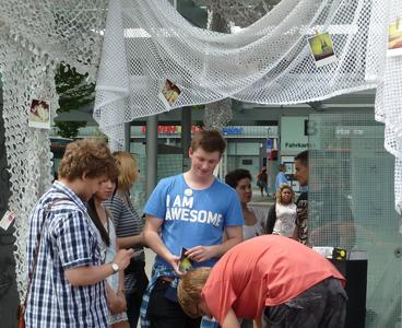 LAUTER STELLEN - Studierende der Fachhochschule Kaiserslautern machen Bushaltestellen zu besonderen Orten