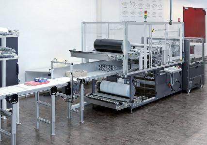 Beck Serienpacker SXJ HP adapta vs mit Abschweißstation zur Erzeugung von angepassten Versandbeuteln